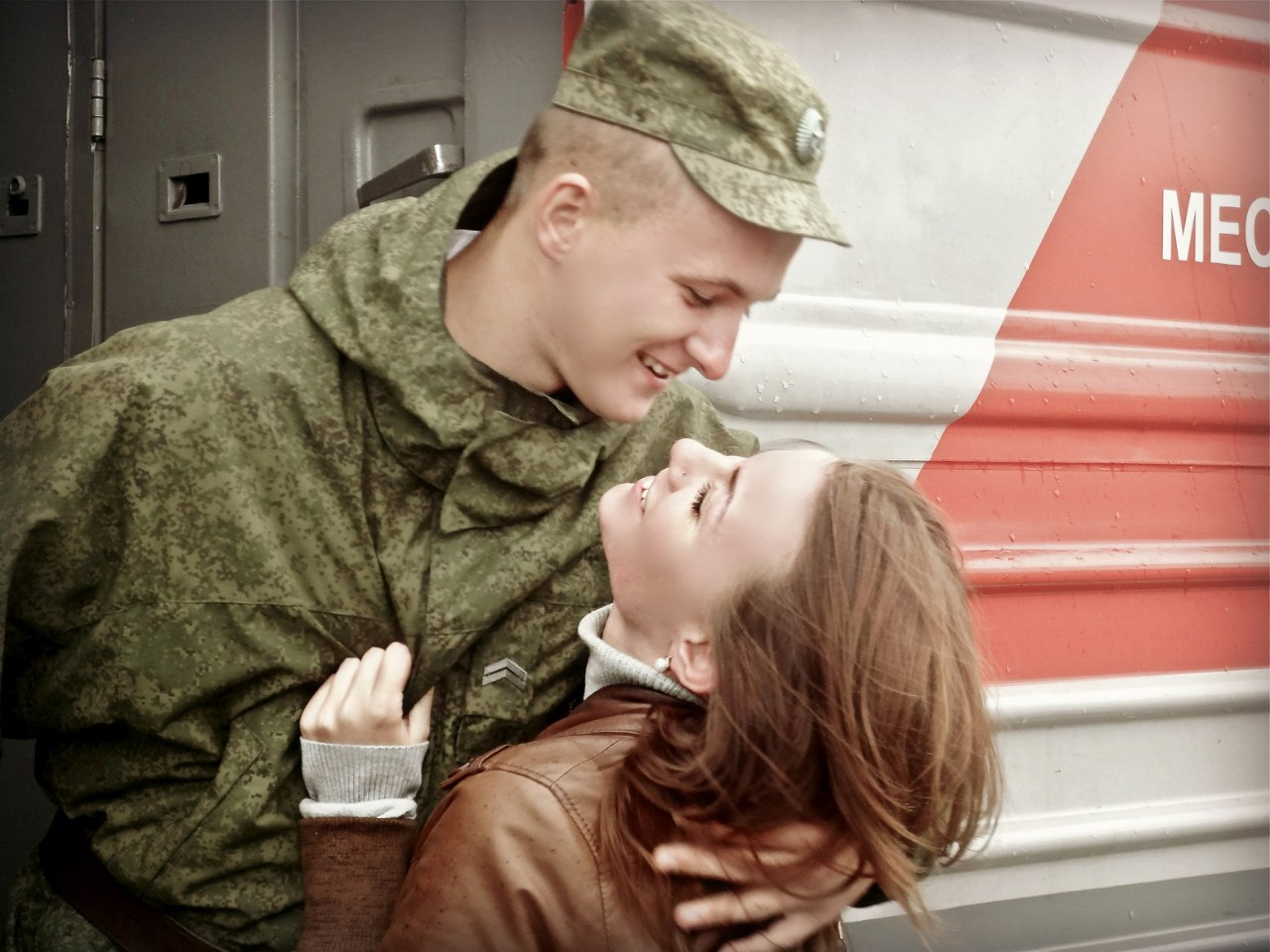 Девушки и солдаты